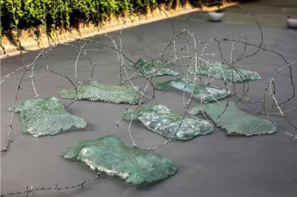 Bawa_Nowhere: Hemi Bawa, Nowhere to go, Lockdown series, Recycled Crushed Glass, Part of Torso Installation, 2020.